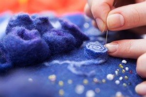 Enjoy using textiles at Barnoon Workshop, St Ives and take your own masterpiece home with you as a memory of your stay. www.carbisbayholidays.co.uk